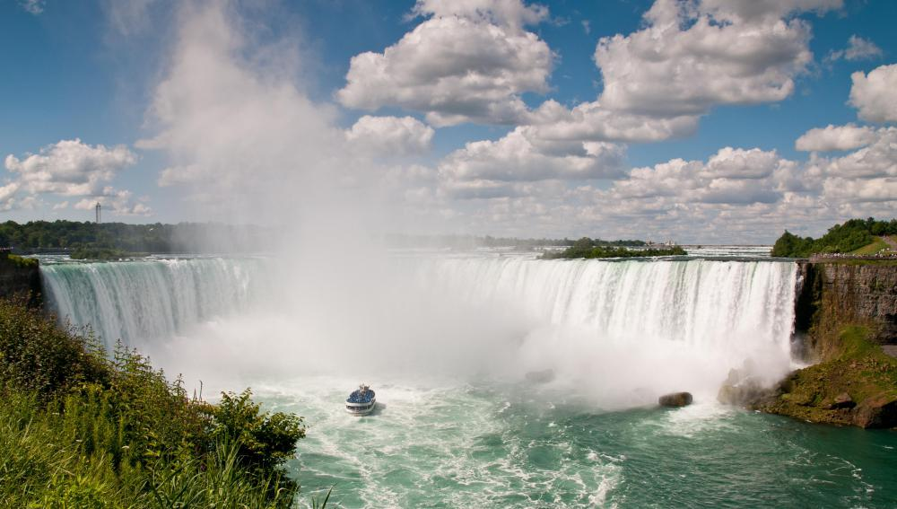 Tourists from all over the world visit Niagara Falls every year.