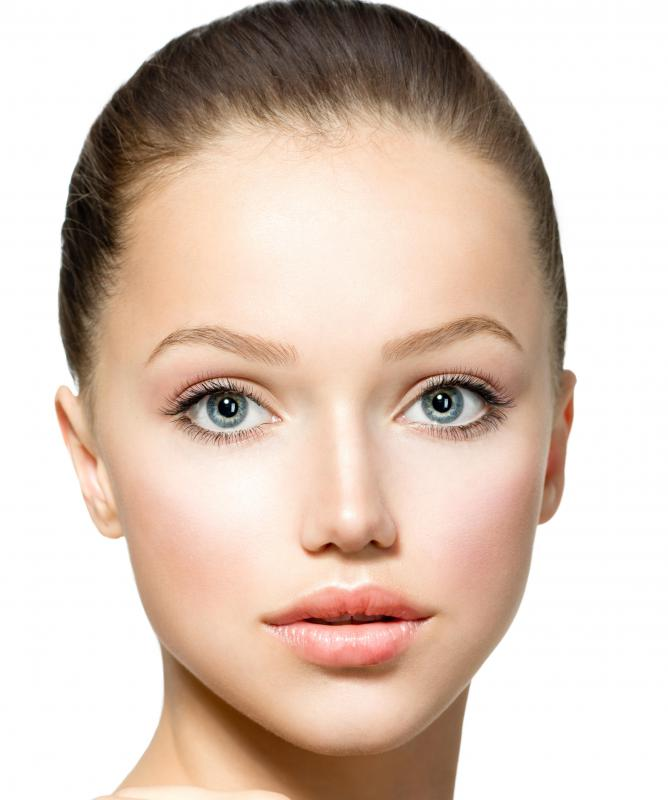 What Are The Features Of An Oblong Face Shape With Pictures