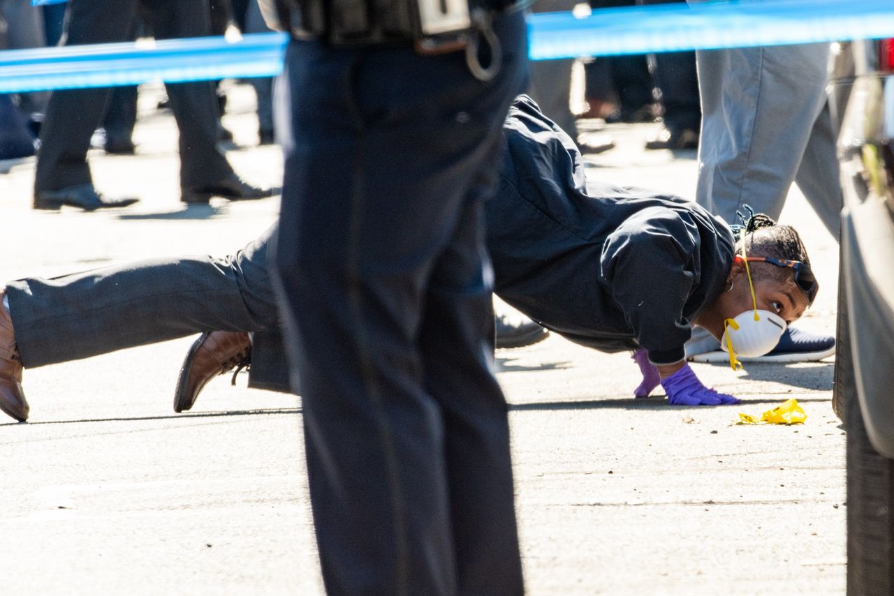 Nypd Officer Shot In Staten Island Wsj