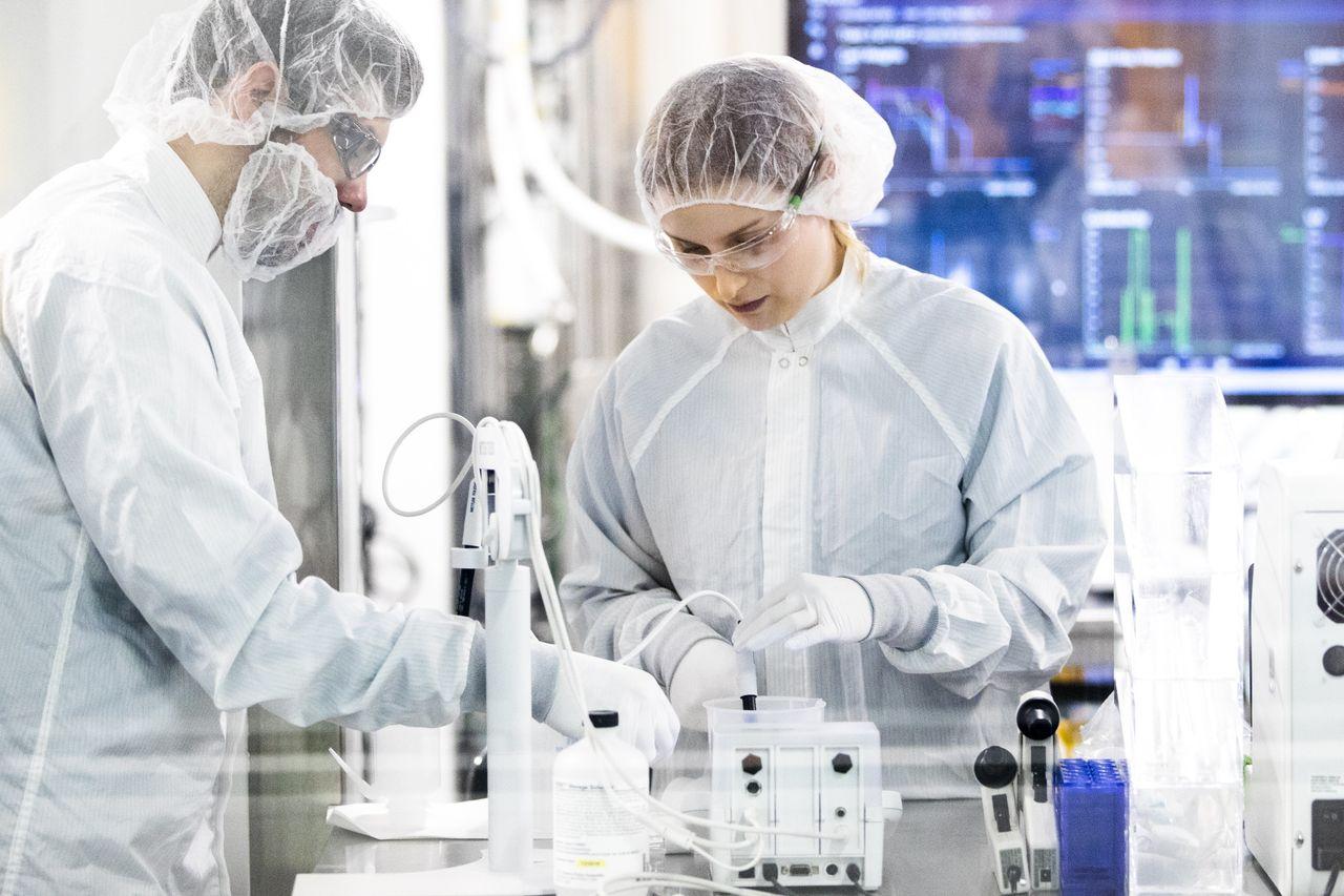 Drugmaker Moderna Delivers First Experimental Coronavirus Vaccine ...