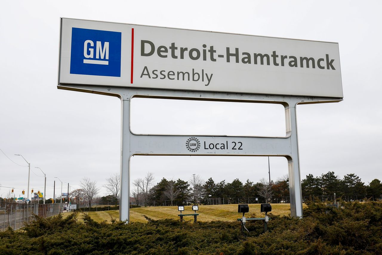 UAW, Auto Makers Agree to Partial Plant Shutdowns to Curtail ...