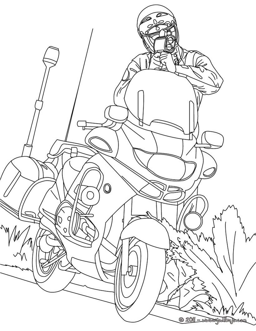 Dibujos para colorear un policia en su moto controlando la