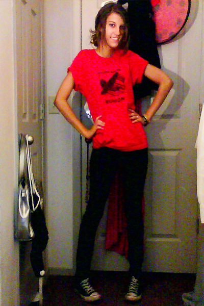 Shorts Red And Red Picture Black Shirt Red And And Shoes Socks Black