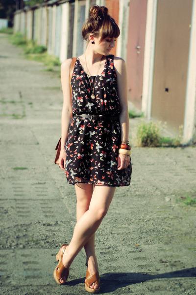 black Romwecom dress - tawny Romwecom bag - tawny Deichmann sandals