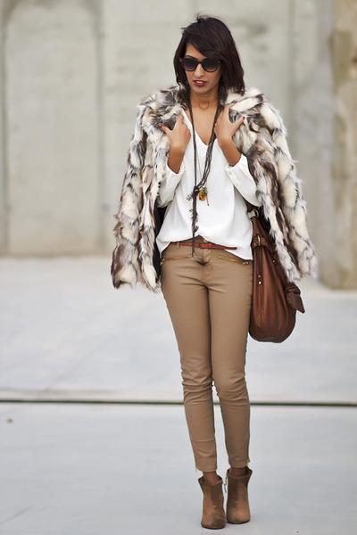 Zara-boots-beige-zara-pants-white-zara-blouse_400