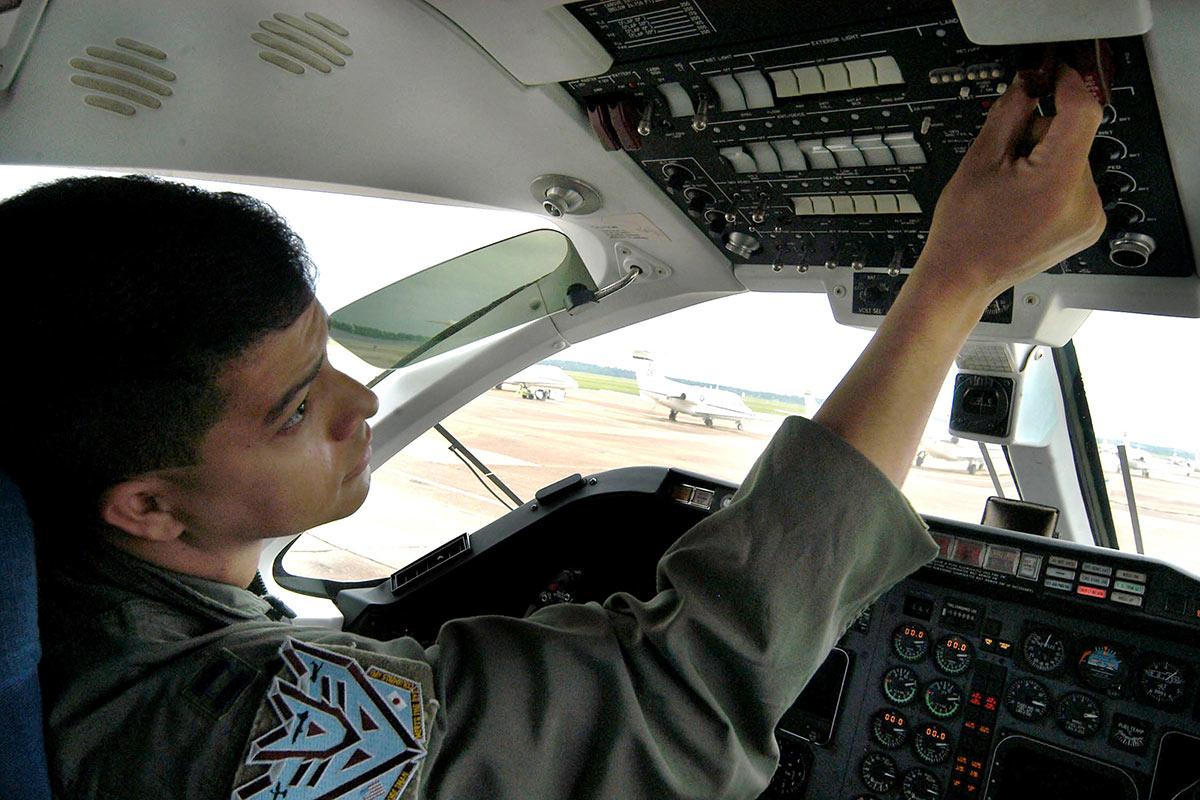 T1A Jayhawk  Militarycom