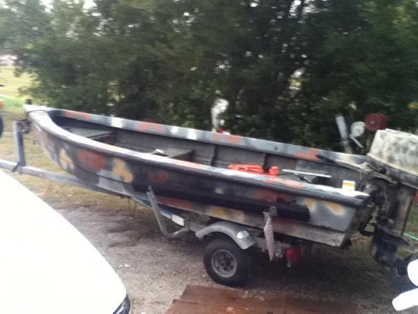 14 Camo Fiberglass Boat In Very Nice Shape 20hp And Galv