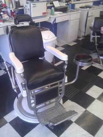 1919 Theo Kochs Barber Chair  for Sale in Brunswick