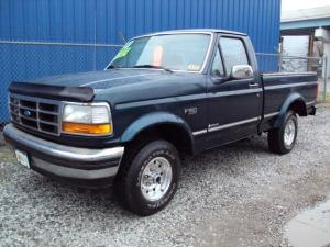 1995 Ford F150 XL for Sale in Martins Ferry, Ohio