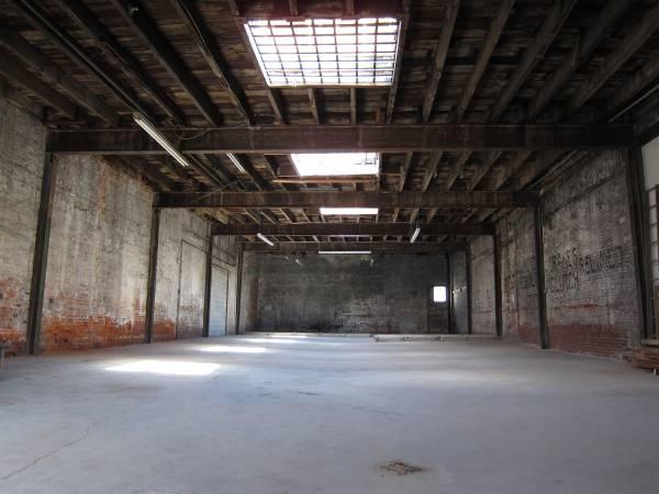 3700ft  Small Warehouse  rent for dayweekmonth for