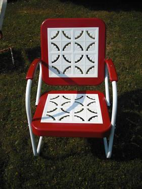 A Pair Of Vintage 1950s Metal Lawn Chairs And Table