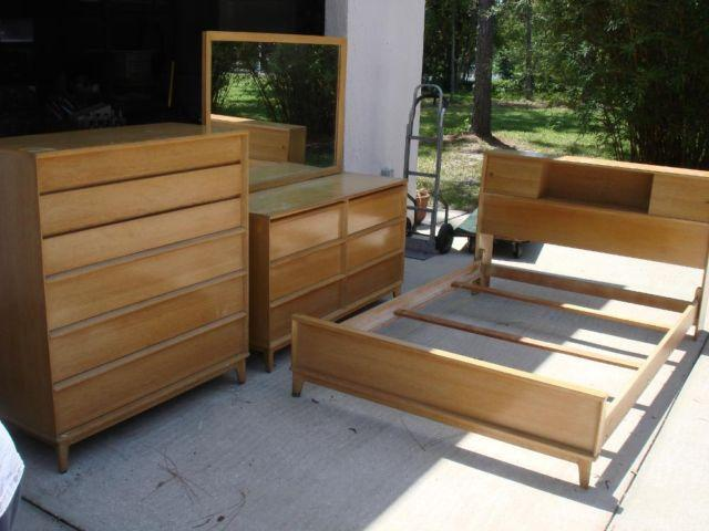 ANTIQUE 1960S BEDROOM SET CHEST OF DRAWERS DRESSER WMIRROR BED FRA For Sale In Brooksville