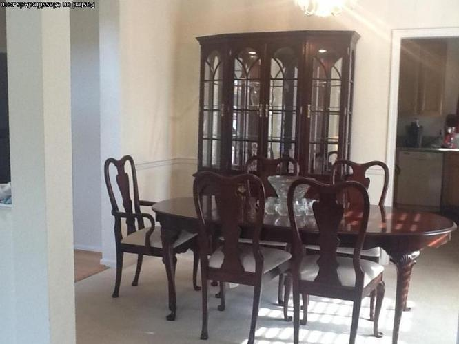 Beautiful Cherry Dining Room Set Excellent Condition