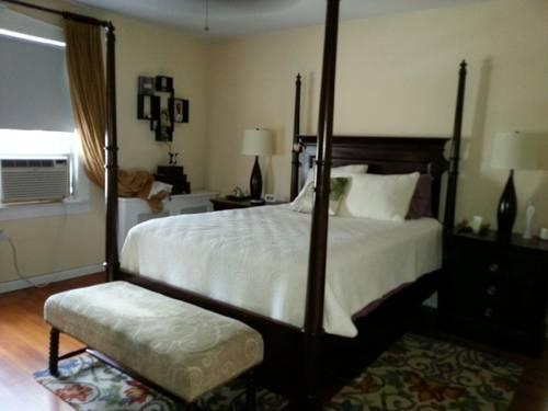Lane Furniture Queen 7 Piece Bedroom Set for Sale in