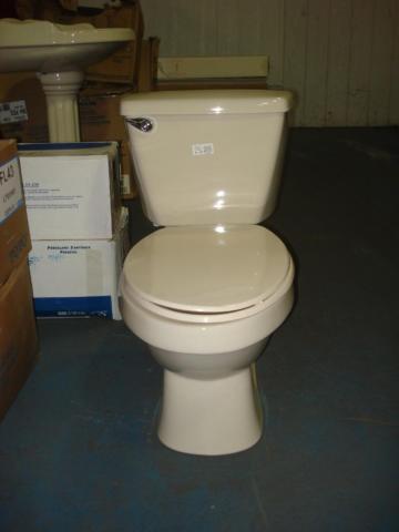 Mansfield Mancesa Easton elongated Bone toilet for Sale in Lordstown Ohio Classified