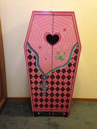 Monster High Coffin Dollhouse  for Sale in Los Osos