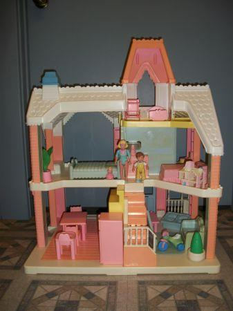 Playskool DOLLHOUSE with accessories  Romney Toy Shop