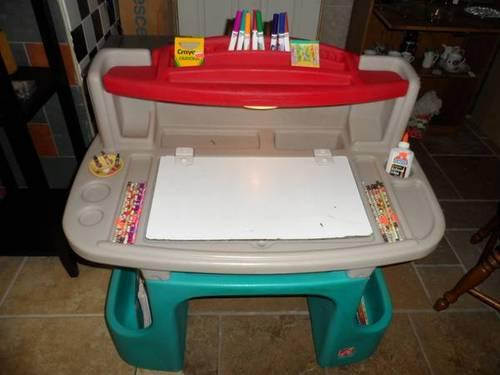 Step2 Deluxe ART Master Station Kids Art Desk Table Step 2