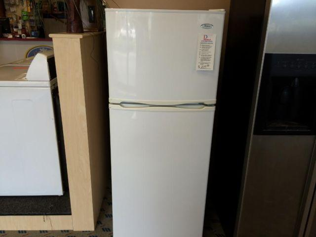 Whirlpool White 10 Cubic Foot Top Mount Refrigerator