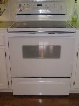 Whirlpool White Self Cleaning Electric Range  for Sale in Cameron Missouri Classified