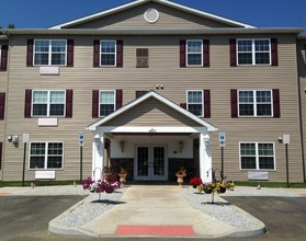 Lake View Apartments1 Bedroom 875 Building Photo
