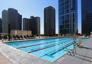 Illinois Pool Aqua At Lakes East Apartments In Chicago