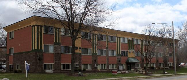 2 Bedroom Apartments East Lansing Built In Storage