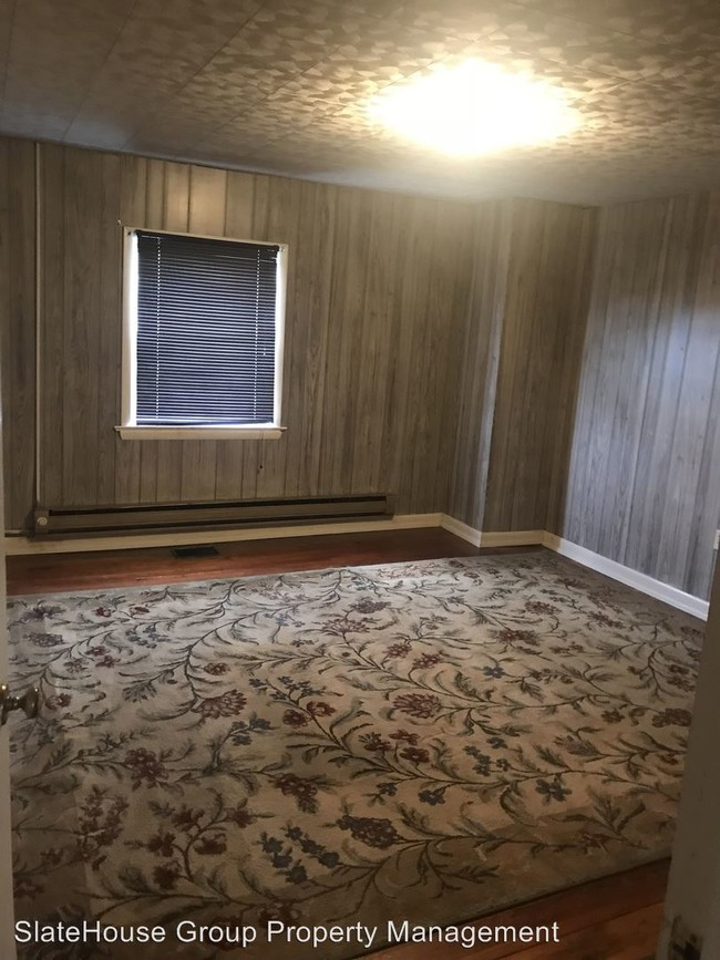 604 Peters Rd New Holland PA 17557  Condo for Rent in