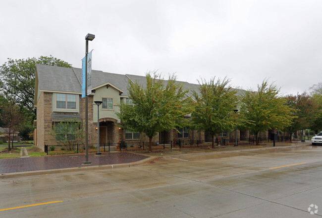 Townhomes At Bexar Street Village Rentals Dallas Tx