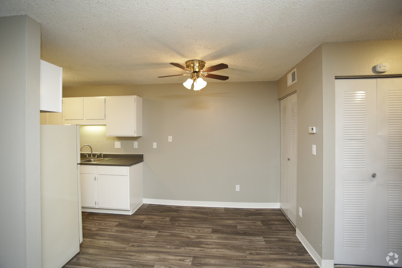 MacArthurs Lake Apartments  Wichita KS  Apartmentscom