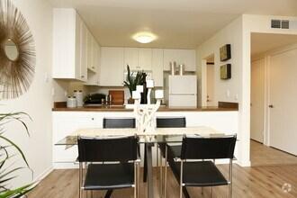 https://i0.wp.com/images1.apartments.com/i2/f_dzyMBSshLQn8bu7_MiBa89wjvxPgWrCWDtC84e3K8/118/summer-house-alameda-ca-interior-photo.jpg?resize=330%2C220&ssl=1
