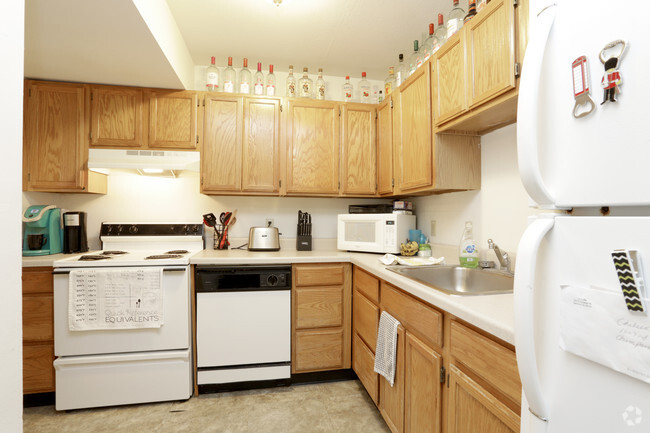 3 Bedroom Kitchen Castle On Locust Individual Leases Available