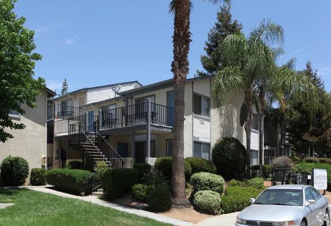 Home California Fallbrook Smoketree Apartments Primary Photo