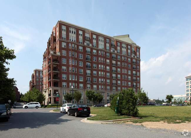 Building Photo The Perry At Park Potomac
