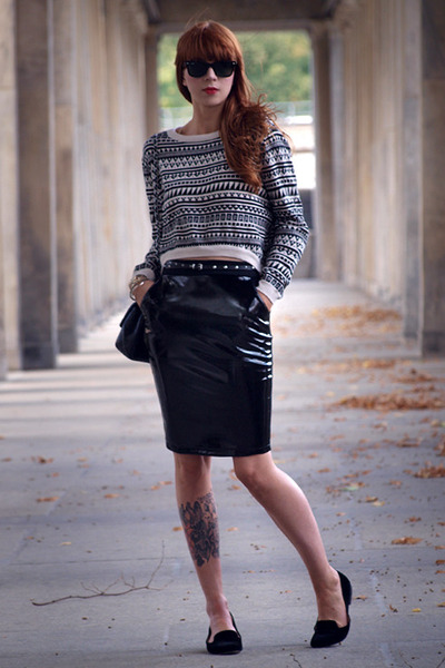 Black-chanel-bag-black-h-m-jumper-black-h-m-skirt_400