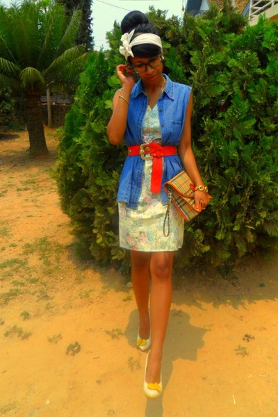 Kit-floral-dress-burberry-purse-jane-smith-heels-aka-belt_400