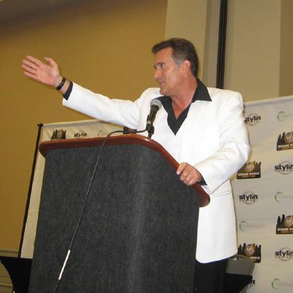 Bruce Campbell dazzles Philly Comic Con [Video] [Bruce Campbell] (IMAGE)