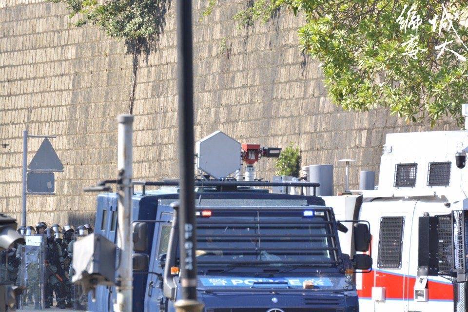 警方裝甲車上有致命聲波槍|大紀元時報 香港|獨立敢言的良心媒體