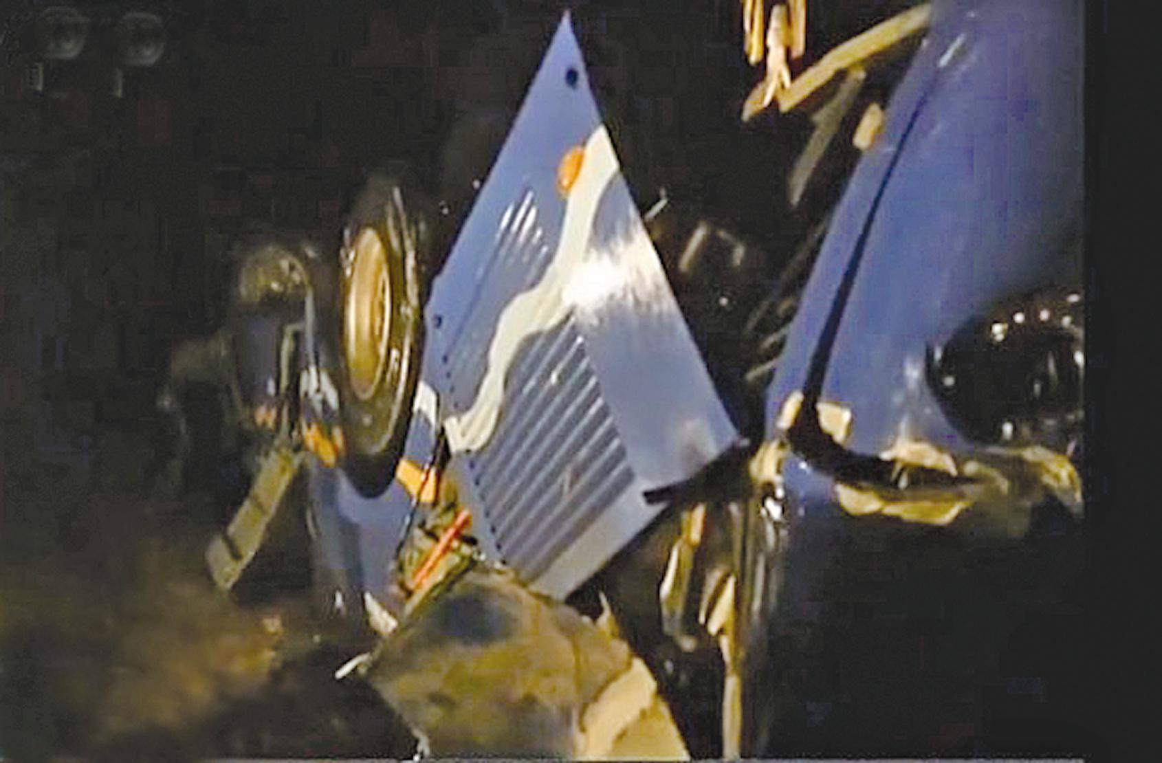 中國旅遊巴士北韓墜橋|大紀元時報 香港|獨立敢言的良心媒體