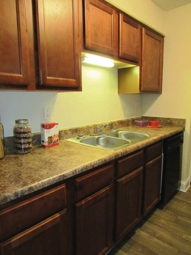 The Life at Glen Hollow Apartments For Rent in Decatur, GA