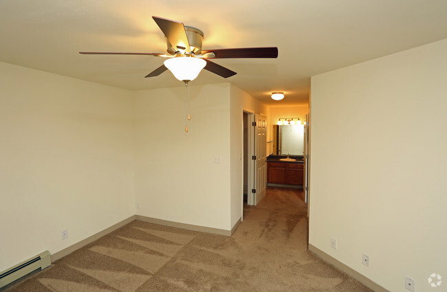 Mountain Village Apartments For Rent in Waukesha, WI