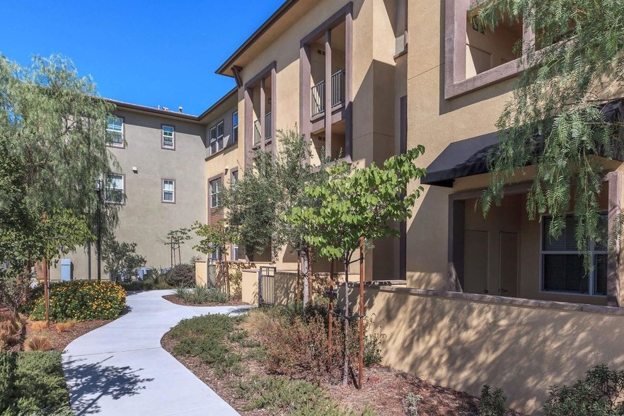 La Verne Village Luxury Apartment Homes For Rent in La Verne CA  ForRentcom