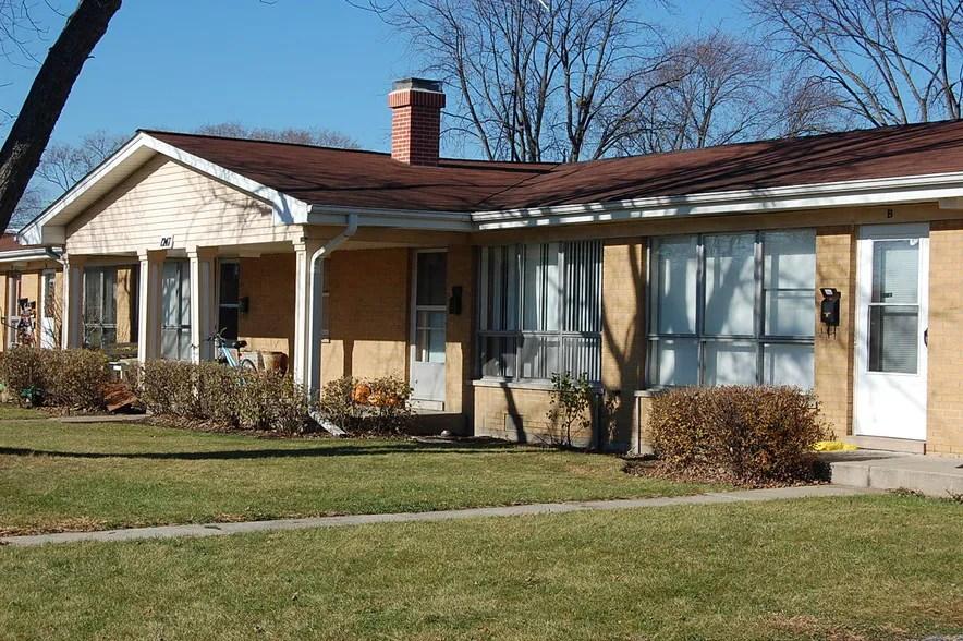 Autumnwood Apartments For Rent in Aurora, IL