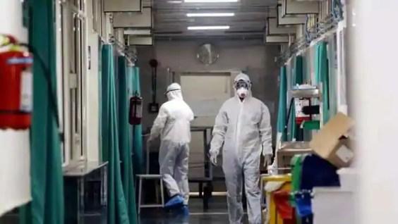 कोरोना योद्धाओं पर भी मंडरा रहा कोरोना काल, स्वास्थ्य कर्मियों में बढ़ा संक्रमण - Covid19 update Risk of coronavirus infection increased in Health workers in Agra