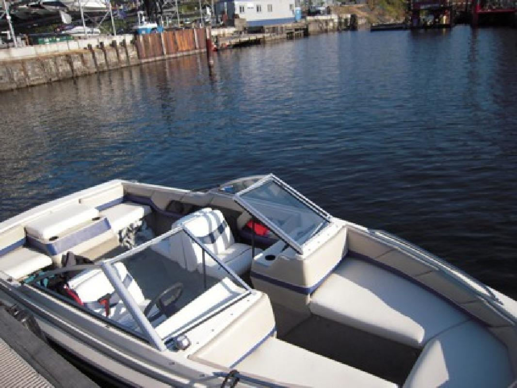 6000 OBO Boat 1995 Bayliner Capri 1950 For Sale In Seattle Washington Pre Owned Yachts