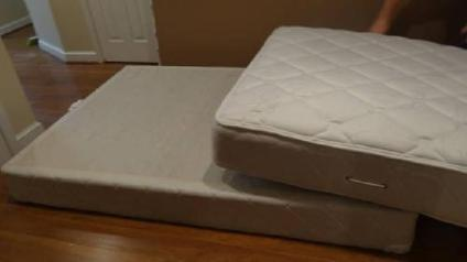 200 Comfort Source Full Size Plush Mattress And Box Spring Set
