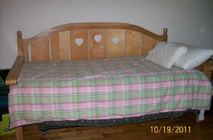 300 Solid Wood Daybed for sale in Houston Texas