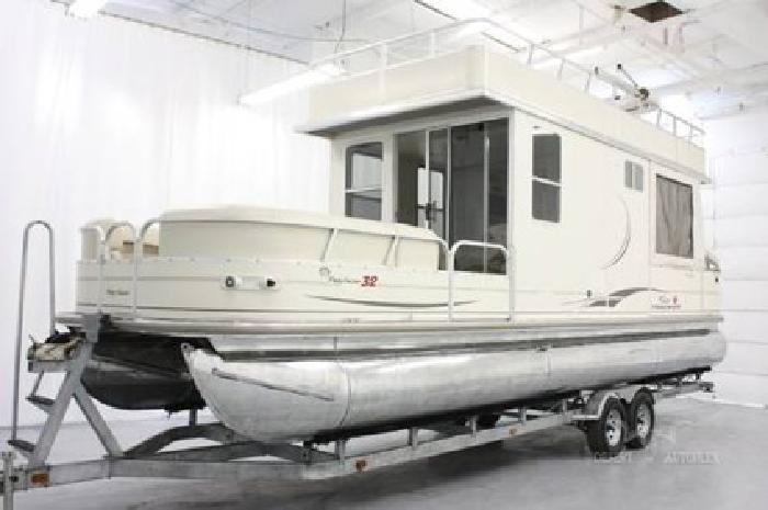 37500 32ft Suntracker Cabin Cruiser Great weekend or