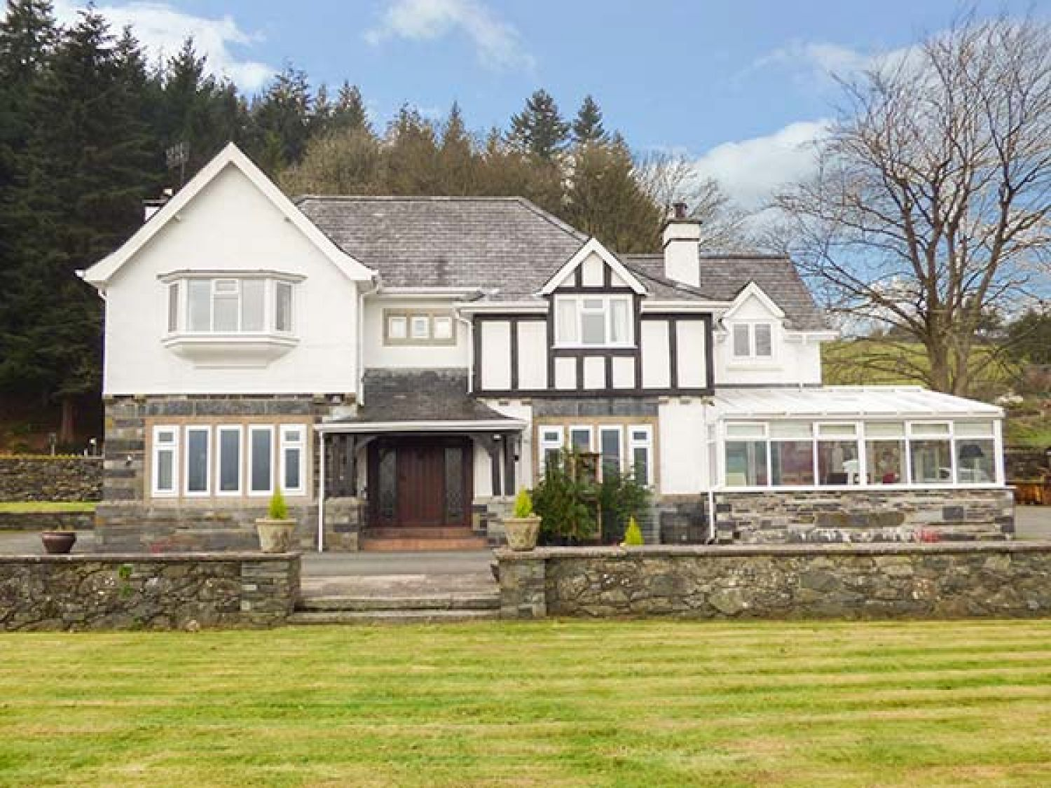 Pengwern Farmhouse Llanrwst Self Catering Holiday Cottage