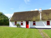 No. 10 Tipperary Thatched Cottage   Puckane, County ...
